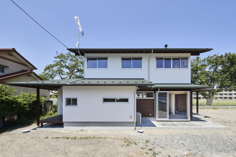 土間と借景の家